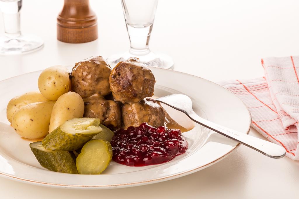 Köttbullar sås och potatis